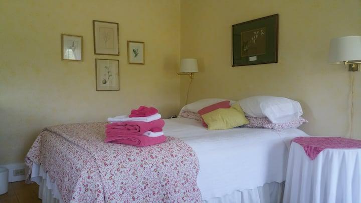 Kinsman Lodge Bed & Breakfast-Lafayette, Sleeps 3