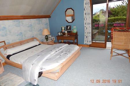 loue chambre très spatieuse, balcon - Orgères-en-Beauce - House