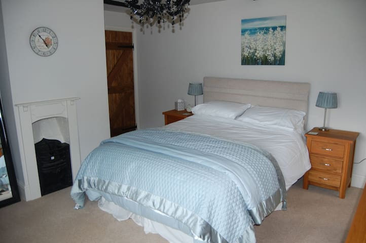 Walnut cottage - a country retreat. Dogs welcome - Welborne - Bed & Breakfast