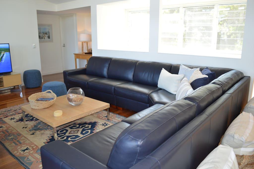 Super Comfy Lounge