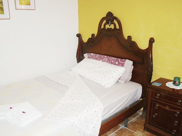 H3 - Rest and Style: Room in House Andaluz