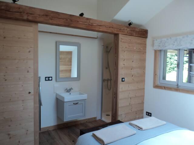 Ground floor double bedroom ensuite shower room