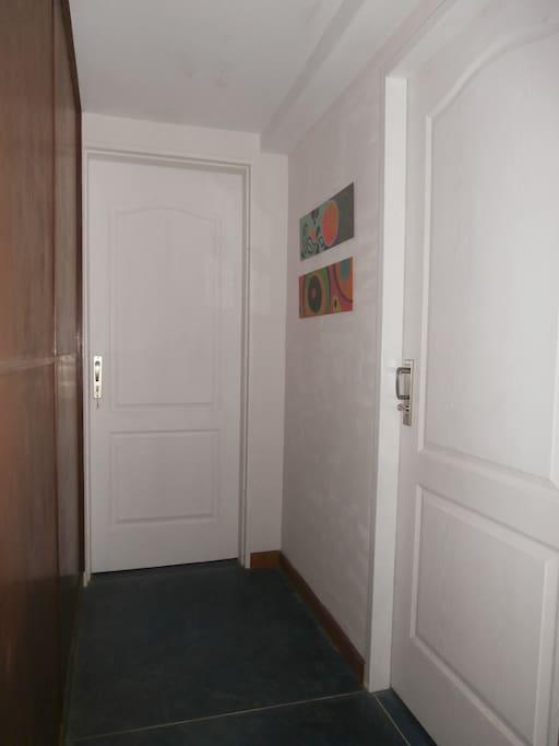 Entrada a los apartamentos 1 y 2