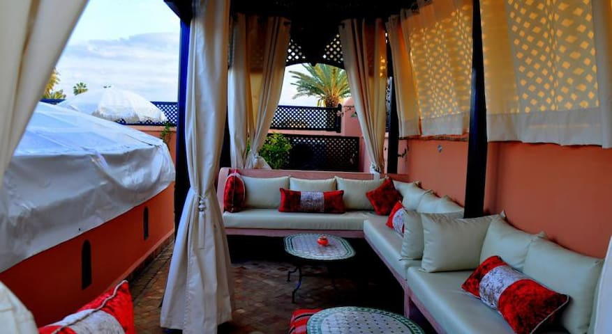 Riad Marrakech guest house, jacuzzi swim pool - Marrakesh - Bed & Breakfast