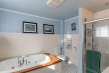 Captains Quarters, luxury 2 bed 2 bath.