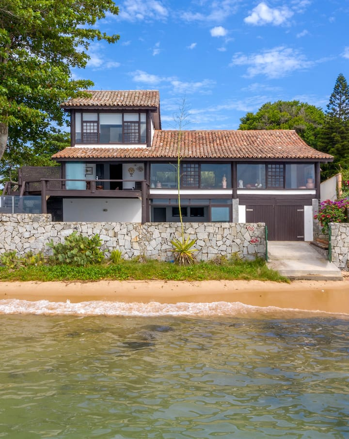 Beautiful and Cozy House at Praia do Canto