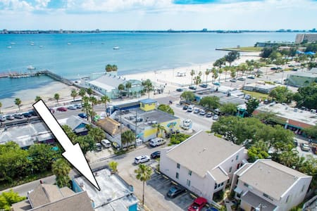 💓 of Waterfront District! 1 block to the Beach!🌞