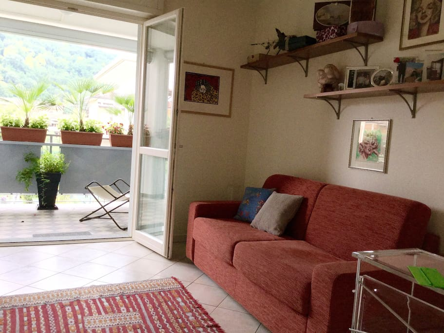 Camera privata con divano letto matrimoniale  e terrazza privata