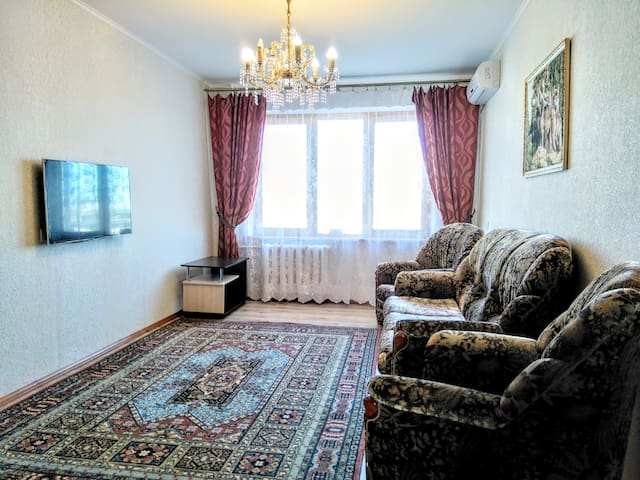 2-комнатная квартира возле метро Дарница.