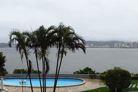 Quarto com linda vista para o mar. - Florianópolis - Pis