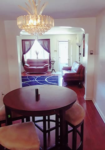 Cozy room, wifi,  wall t.v,15 mins downtown philly