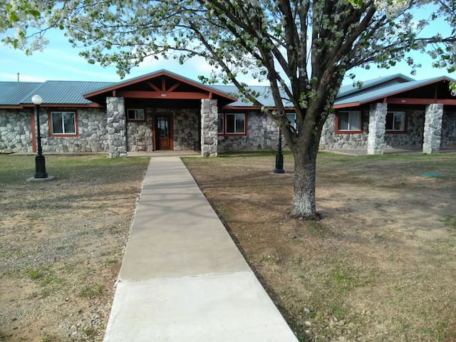 Rock House Resort 3 Bdrm Home, Lake Texoma!