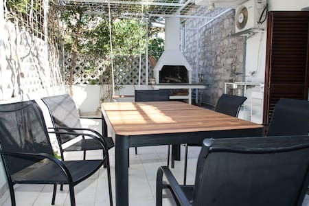 Old town house with big terrace and barbecue grill - 斯普利特 - 独立屋