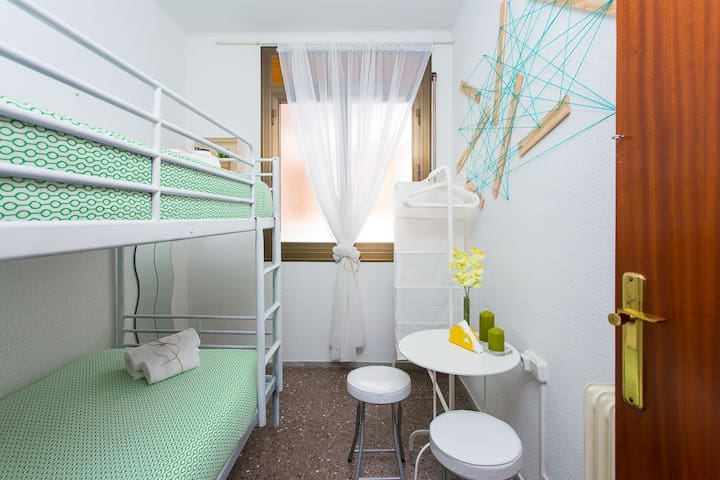 Central & Cozy Bunk beds + Breakfast (A5)