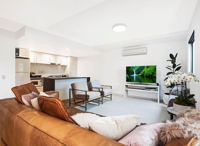 Coolangatta 3 BD, 2 BTH. Long-term rent Available