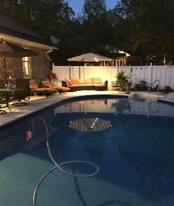 Private Grace Cottage w/pool, cabana, garden, BBQ