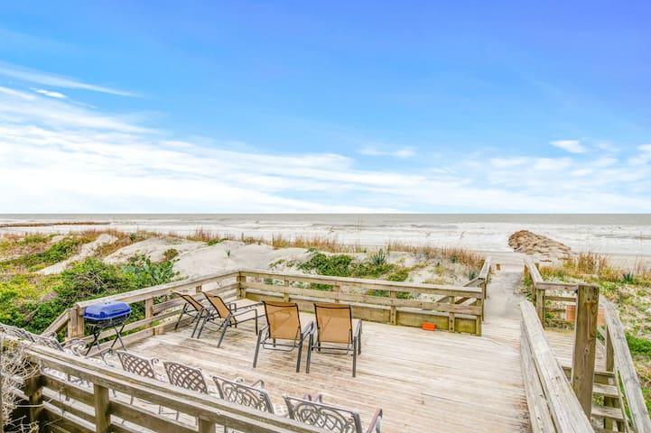 Oceanfront upstairs duplex with stunning ocean views, outdoor shower & deck!