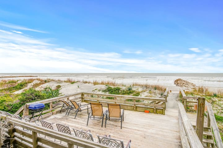 Oceanfront upstairs duplex with stunning ocean views, outdoor shower & deck!