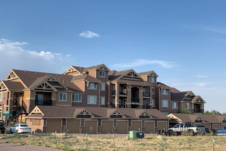 Peaceful condo- Gorgeous views by the foothills!
