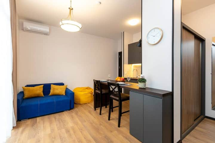 ✺Colourful, newly renovated, 1BR Apt. close to Fabrika✺