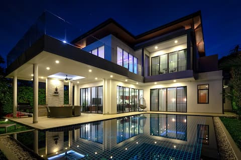 Luxury 3 Bedroom Villa with Swimming Pool