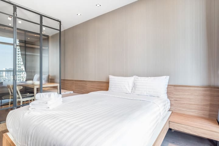 Elegant & LUX Close to PromPhong Skytrain