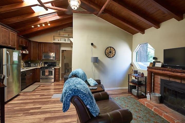 Pinewood Suite Romantic Retreat