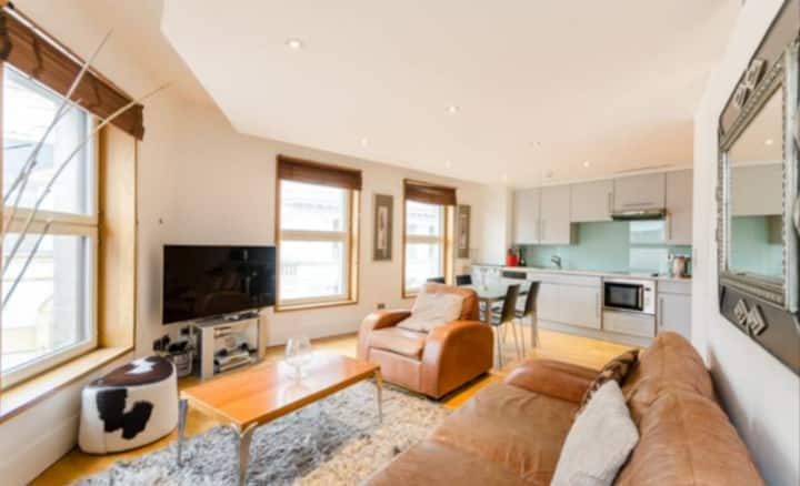 Luxury Flat w/ Panoramic View of Piccadilly Circus