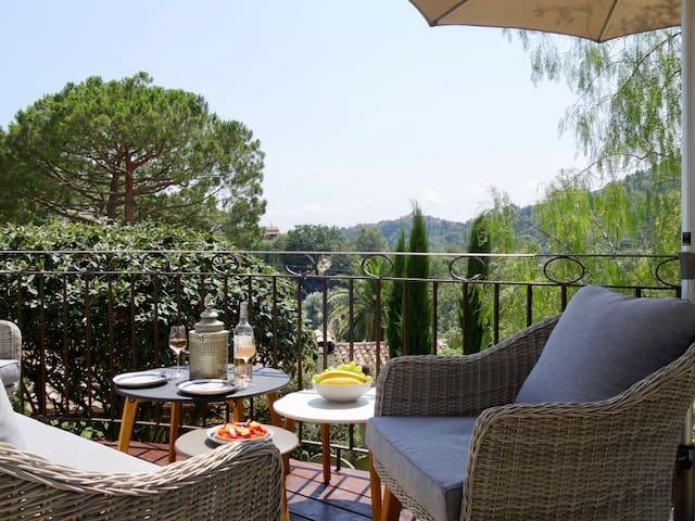 STUNNING Independant villa, fantastic views, pool
