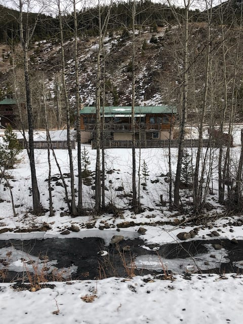 Bonnie Hytte- Beautiful Updated Cabin in Neihart.