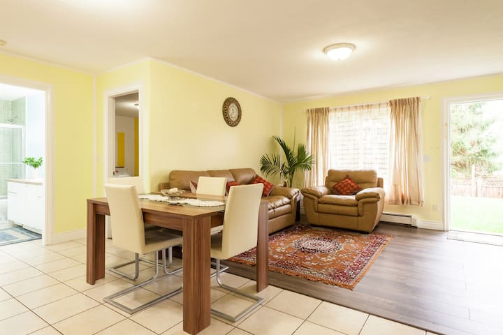 New Private & Spacious 2 Bedroom Suite - Surrey - Huis