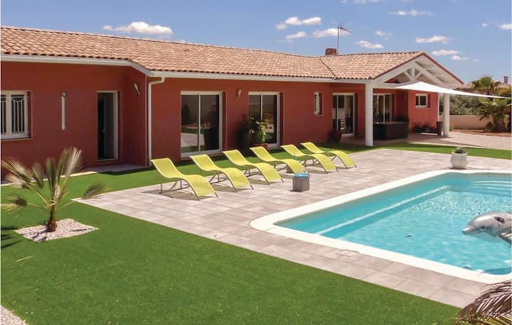Awesome home in Creissan with WiFi, Outdoor swimming pool and Heated swimming pool