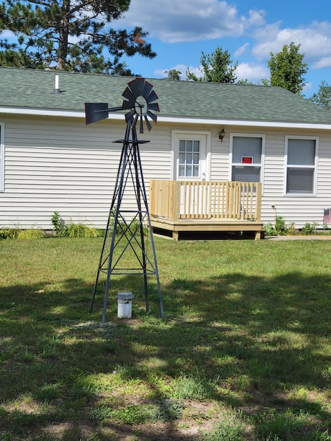 Cheerful 2 bedroom, 1 bath cabin.  ATV/ORV trail access across the street.  There's a beach and golf course down the road.