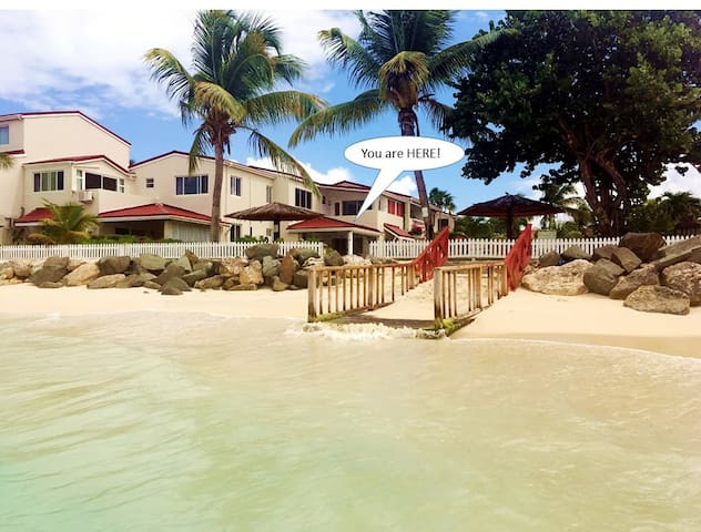 LITTLE BAY VILLA, 40 PACES FROM THE CARIBBEAN SEA!