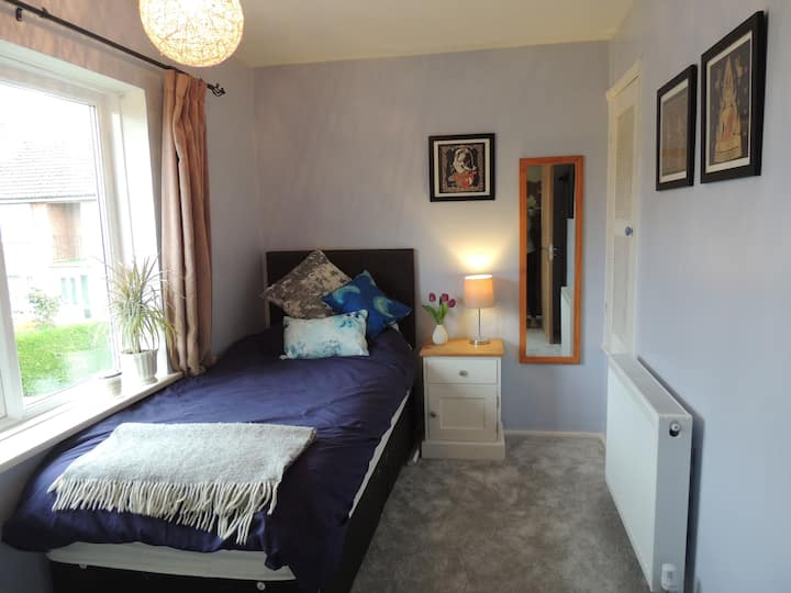 Room in homely 2-bed maisonette