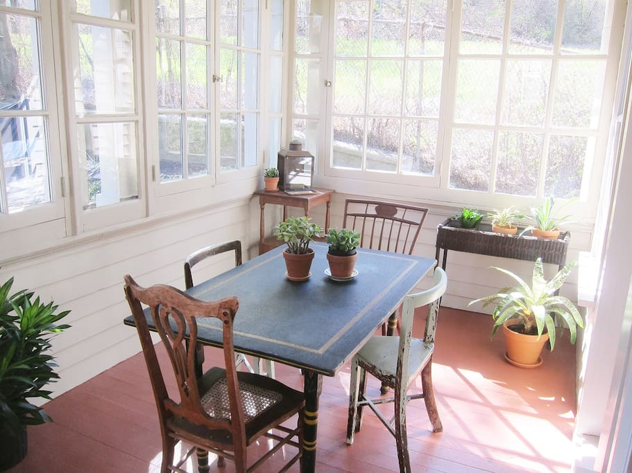 Sun porch & breakfast room