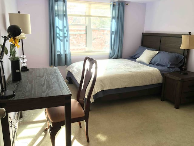 2 Beds Cozy condo for sharing