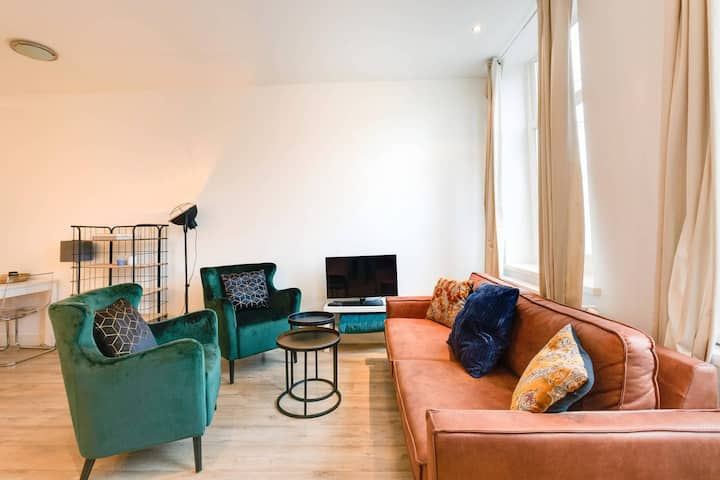 Luxurious Private Design APT | CITY CENTRE | Canal view!