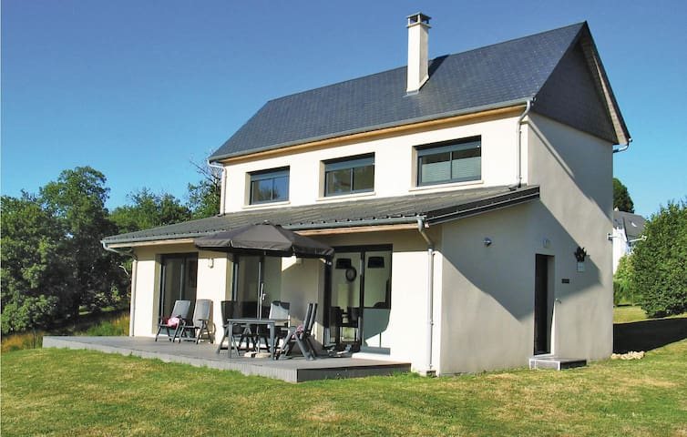 Holiday cottage with 3 bedrooms on 110m² in Liginiac