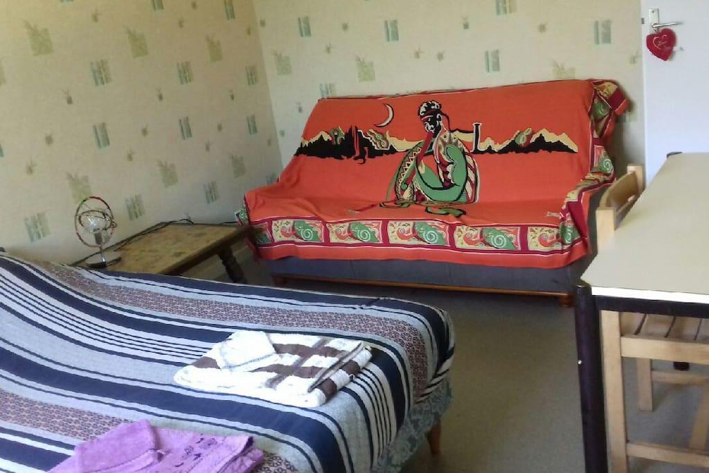 chambre en campagne proche besan on arbois maisons louer grange de vaivre bourgogne. Black Bedroom Furniture Sets. Home Design Ideas
