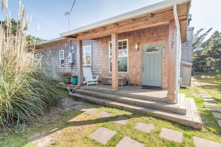 Dune Grass Cottage #172 - Tasteful, charming upscale cottage just steps from the beach
