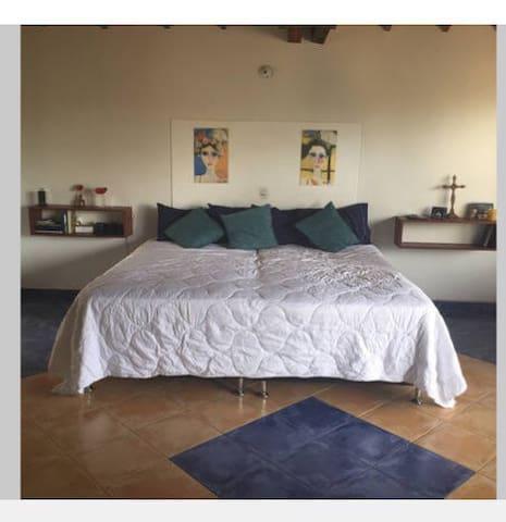 Habitacion amplia con baño - Rionegro - House