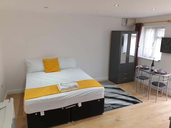 Lovely central studio/2bed - 5min to train station