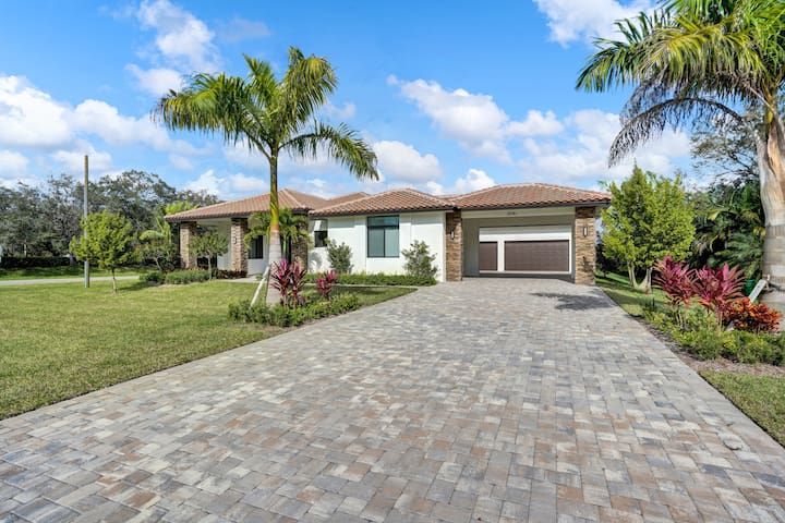 Huge Luxury Home next to Sawgrass Mall