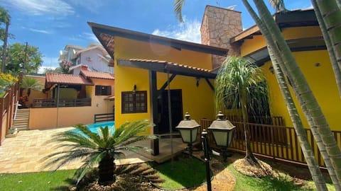 Casa linda em Louveira, 4 quartos, piscina e sauna