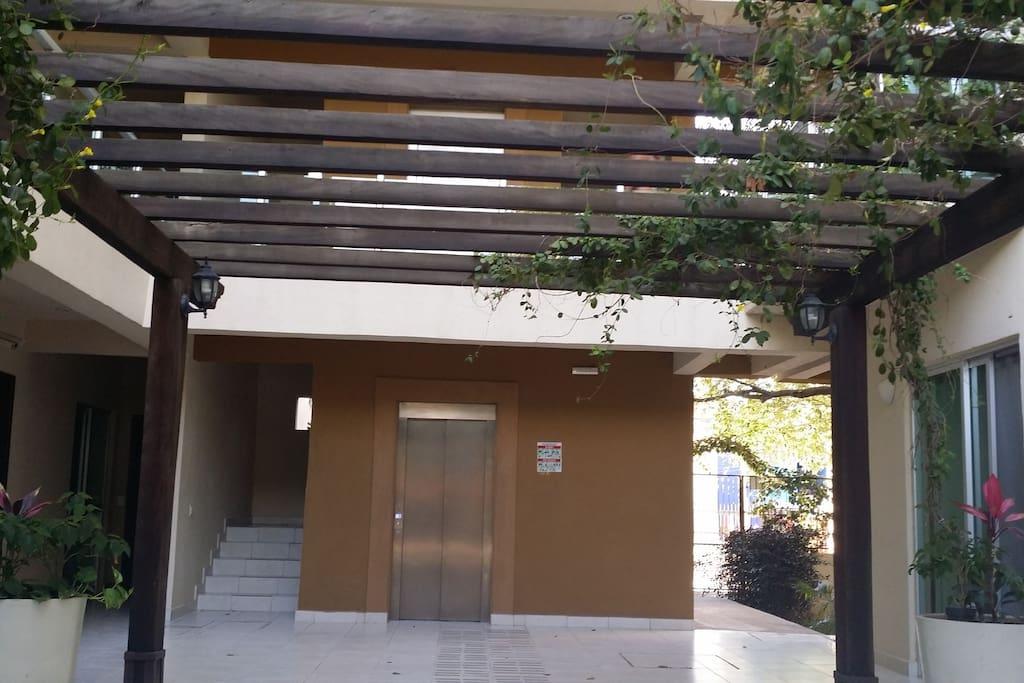 Entrance hall-Elevator