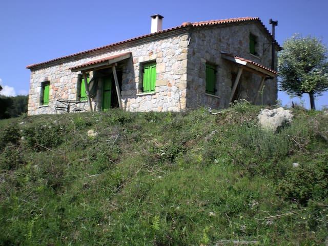 Drakospito - mountain house overlooking the sea