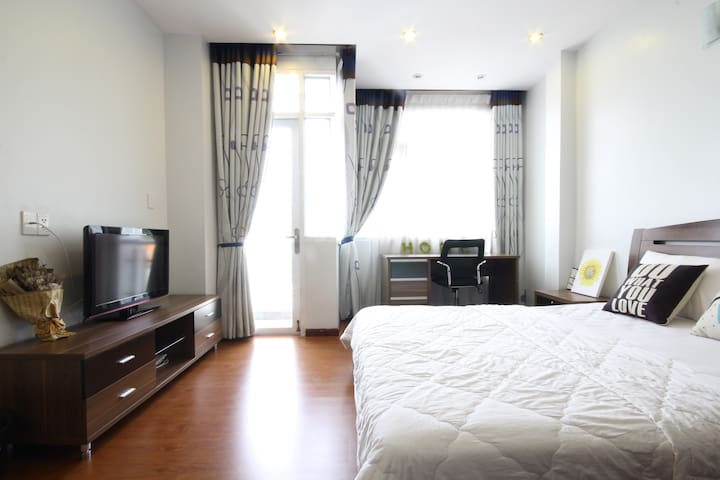Lovely Apartment with balcony, high view in D1