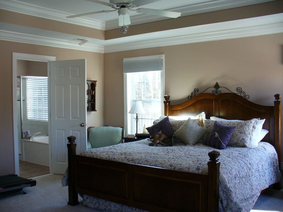 Master BR w King Size Sleep Number Bed