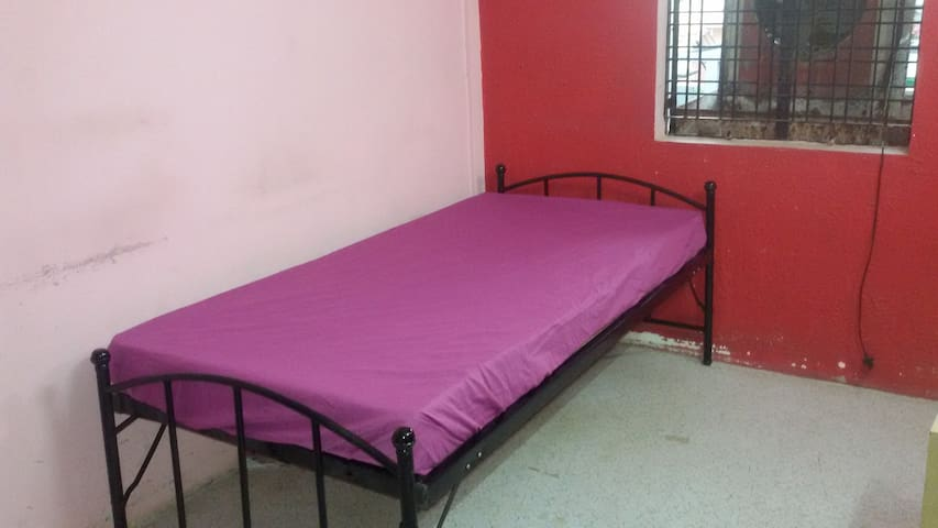 Entire 2 Bedroom self contained 2nd floor flat. - Nagpur - Lejlighed